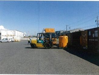 フレコン等の積込みには、荷捌場を有効利用している。