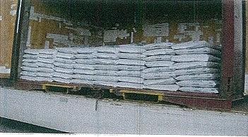 紙袋・ビニール袋など、積み込みした状態でお客様まで納入することができます。(20kg袋で250袋可能)